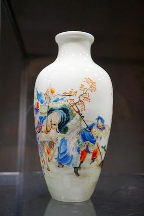 民国粉彩狩猎图瓶