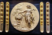 奥林匹克圣火雕塑人像