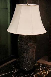 白色灯罩台灯