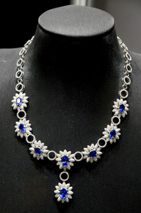 白银蓝钻雕花项链
