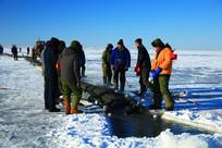 达赉湖冬季捕鱼现场