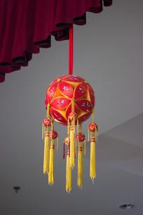 吊挂红绣球