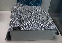 黑地白线格式图案床毯