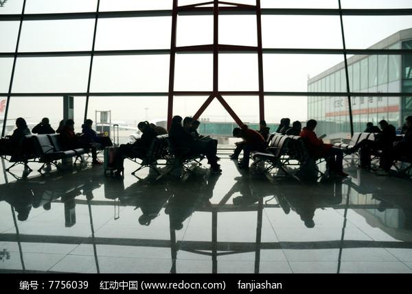 机场候机人图片