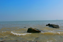 海水与礁石