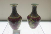 清代乾隆款珐琅彩胭脂紫轧花地宝相花纹瓶