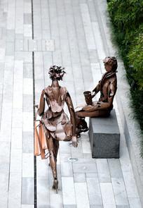 时尚购物男女雕塑