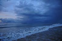 暴风雨的前奏海边