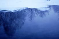 冰河树林倒影