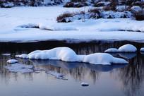 冰河雪包雪景