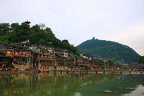 沱江江畔的凤凰古城