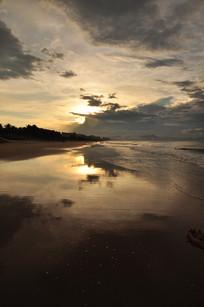 雨后海滩夕阳