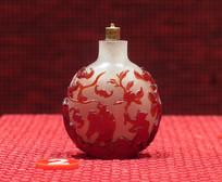 珍珠地套红玻璃福禄寿图鼻烟壶