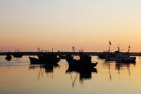 海上的渔船
