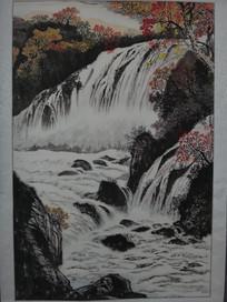 秋天枫叶瀑布水墨画