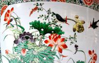 瓷罐上的飞燕戏枝图