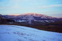 山林雪景夕照