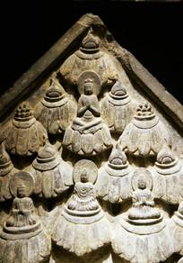 石雕打坐佛像