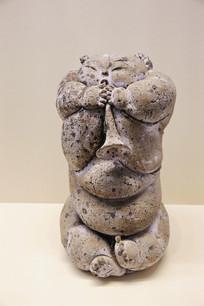 吹喇叭的女孩阿福雕像