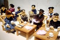 解放初期六腊之战的教师们围坐一起
