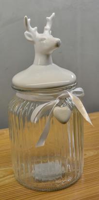 鹿首瓶盖的玻璃瓶