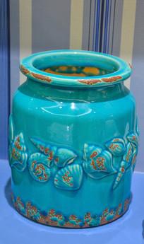 剔青海螺花纹瓷瓶
