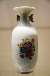 民国时期白瓷花纹瓶