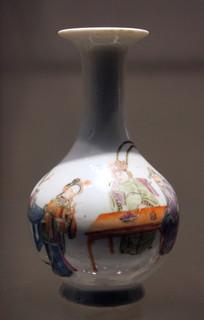 民国时期人物居家瓷瓶