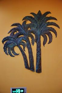青铜雕像椰树