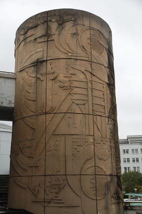 上大雕刻石柱