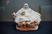 白瓷盘腿弥勒佛像