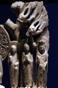 飞龙石雕佛像