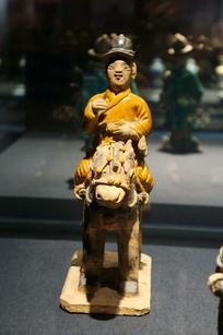明代彩陶黄袍骑士俑