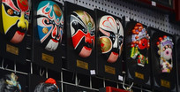 商店售卖的京戏脸谱面具