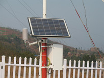 自动气象站上的太阳能电池板