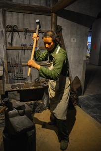 民国人物蜡像轮锤子的铁匠