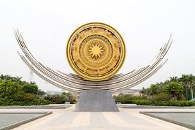 南宁东站大型铜鼓雕塑