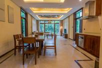亚龙湾厨房餐厅客厅