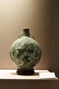 哥窑龙纹扁瓶