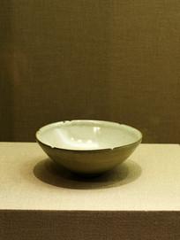 官窑青釉葵口碗