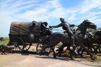 蓝天下的俄克拉荷马城城市雕塑