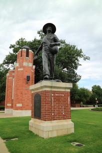 美国俄克拉荷马大学老校长塑像