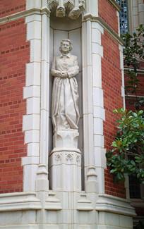 美国俄克拉荷马大学内的雕塑