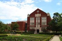 美国俄克拉荷马大学内红色建筑
