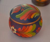 匈牙利国花花纹瓷粉盒