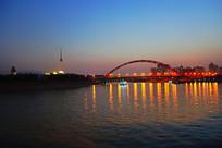武汉汉江上的晴川桥