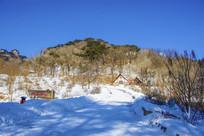 千山桃花溪谷山峰山路雪景