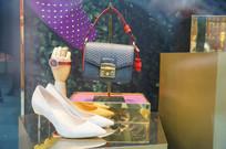皮包和鞋子橱窗