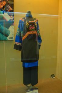 少数民族服装水族