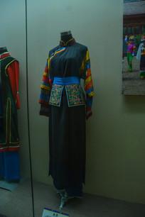 少数民族服装土族